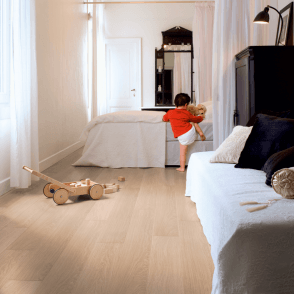 Quickstep Impressive 8mm White Varnished Oak IM3105 Laminate Flooring